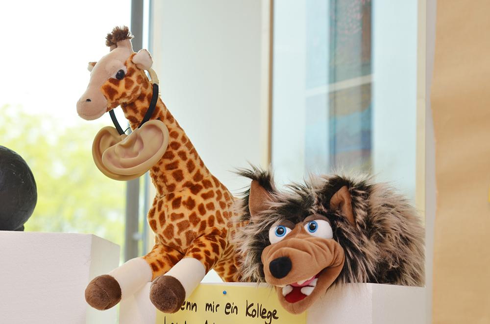 Kuscheltiere Giraffe und Wolf