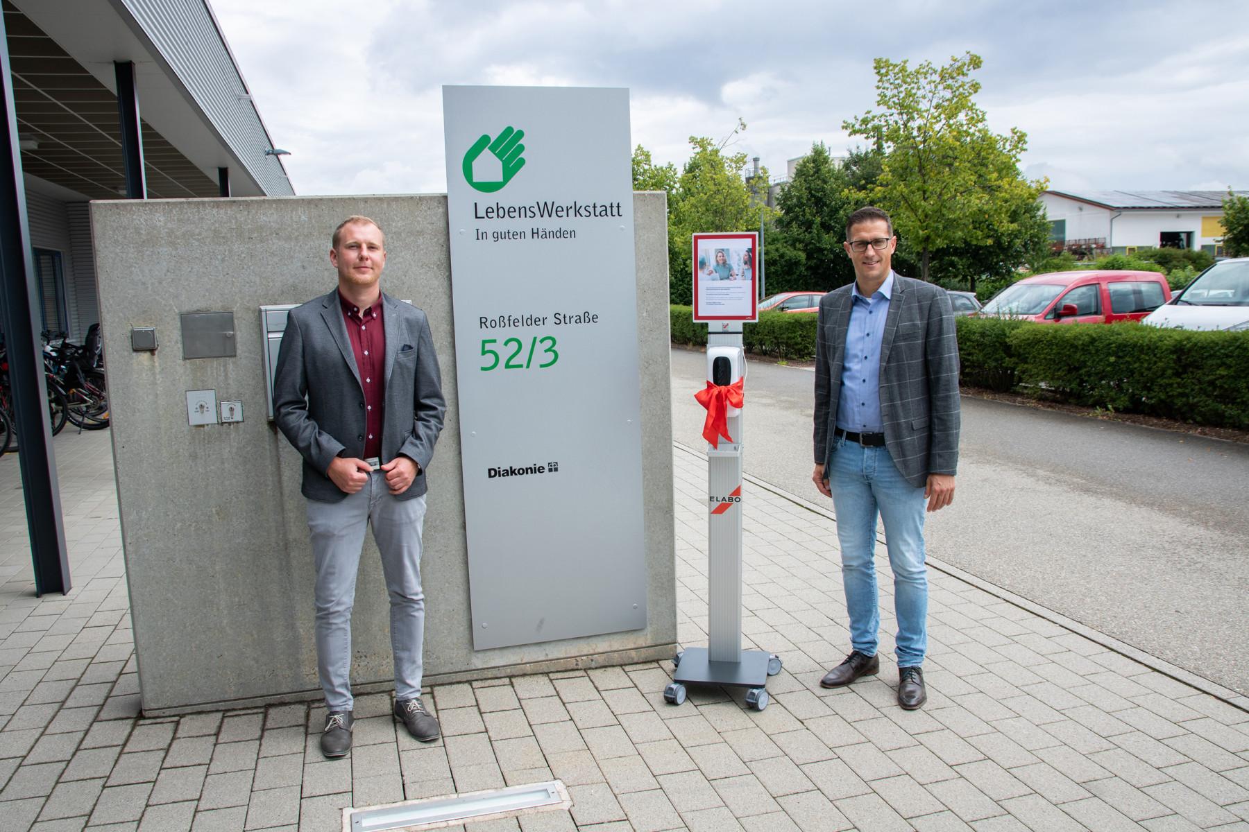 Hygienesäule der ELABO GmbH als Dank für vertrauensvolle Zusammenarbeit