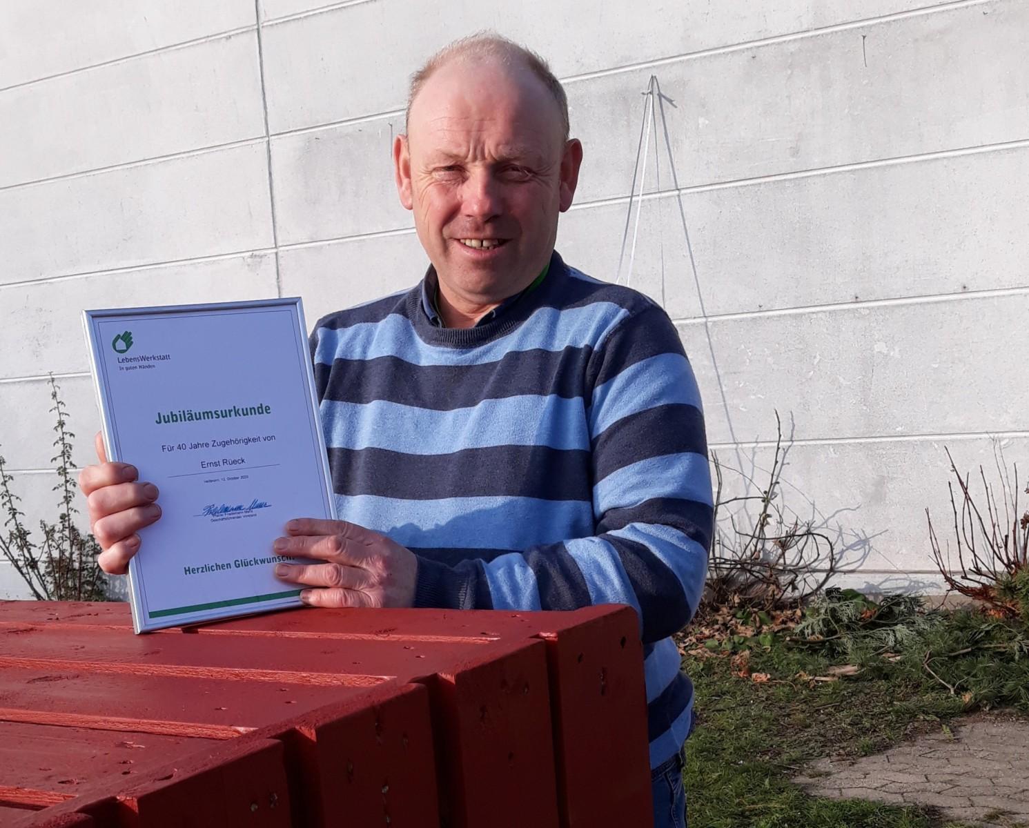 Glückwunsch an Ernst Rüeck – Crailsheimer Mitarbeiter feiert gleich zwei runde Jubiläen